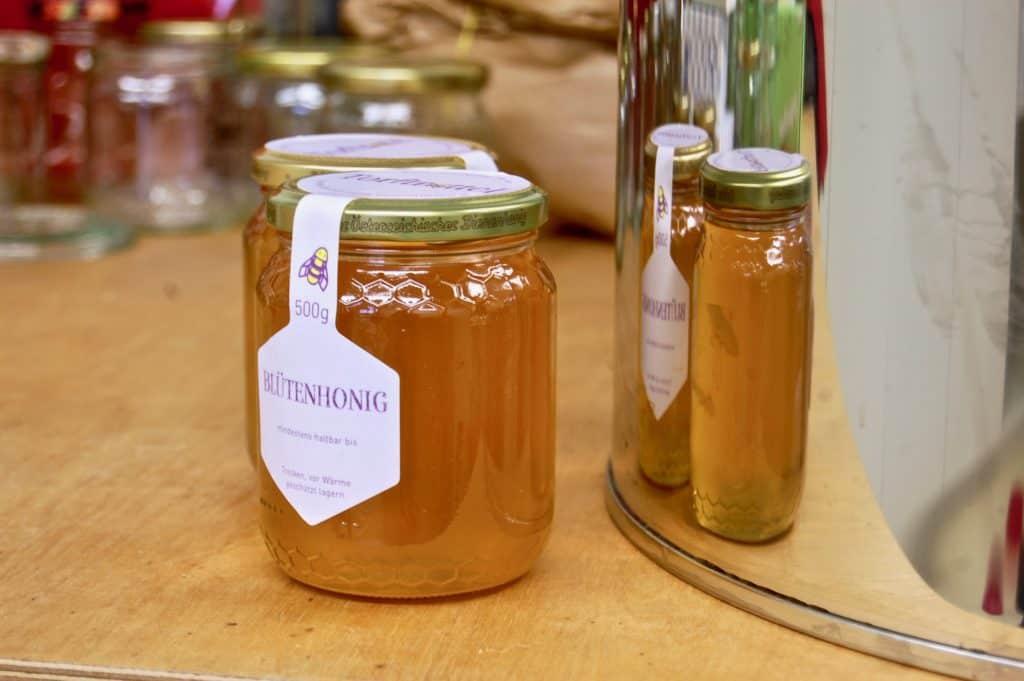Honigglas und Etiketten