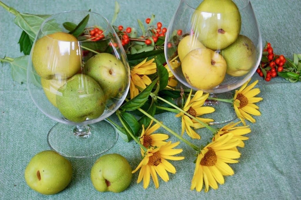 Einfache Herbstdekoration: Quitten-Tischdeko
