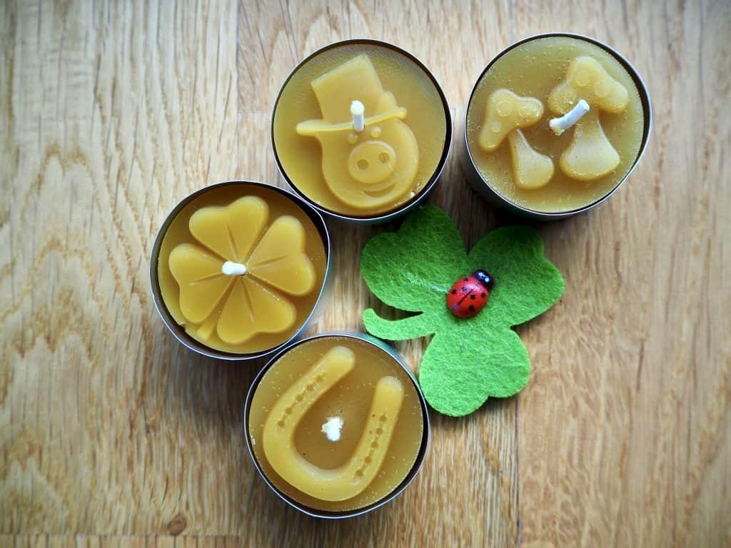 Glücks-Teelicher aus Bienenwachs