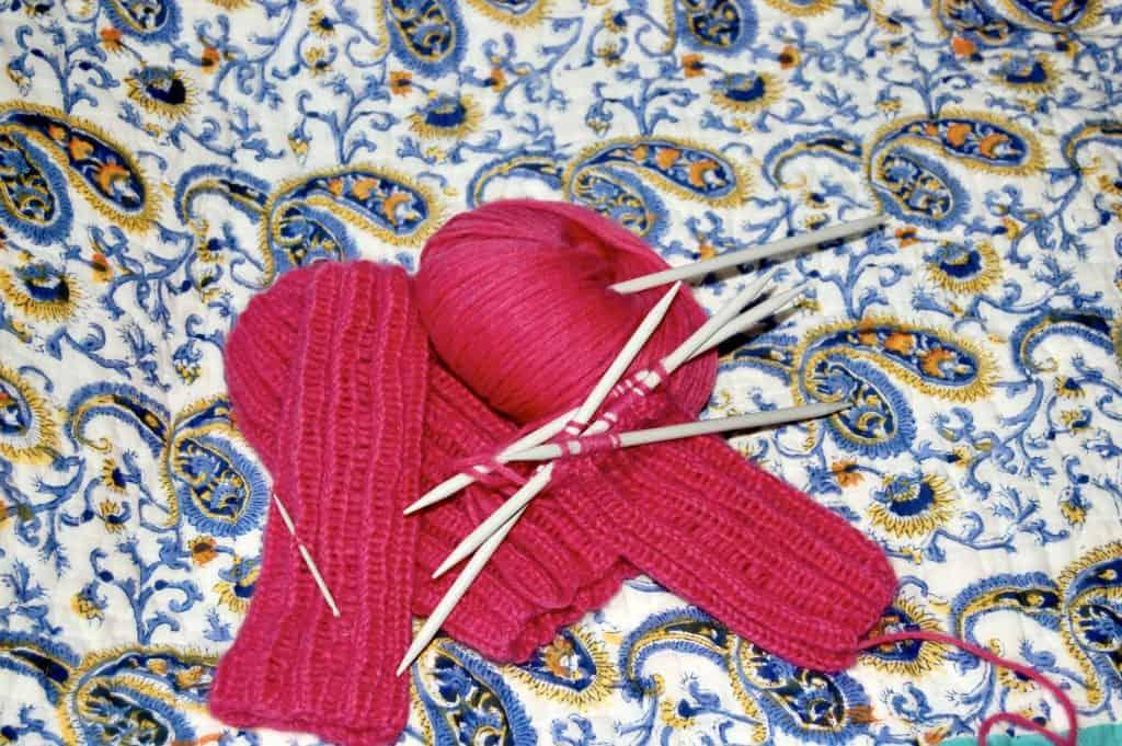 Haube und Armstulpen: Die rosa Variante