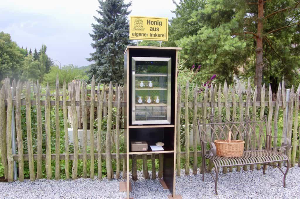 Honigverkaufsstand in Straß